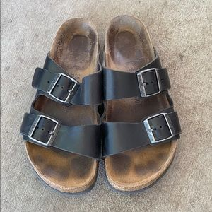 Birkenstock's black leather size 39